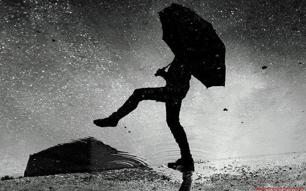Marcher sous la pluie… bonheur insoupçonné!