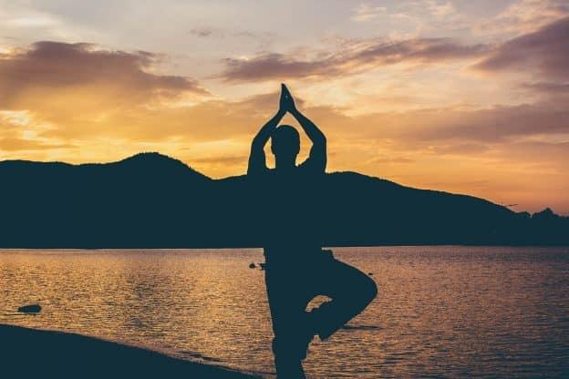 11 conseils pour commencer et pratiquer le yoga à la maison