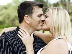 femme-heureuse-avec-son-homme