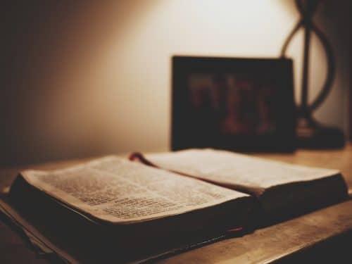Les 10 Commandements de la Spiritualité New Age