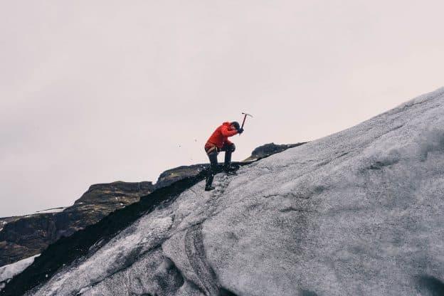 Dégringoler pour escalader