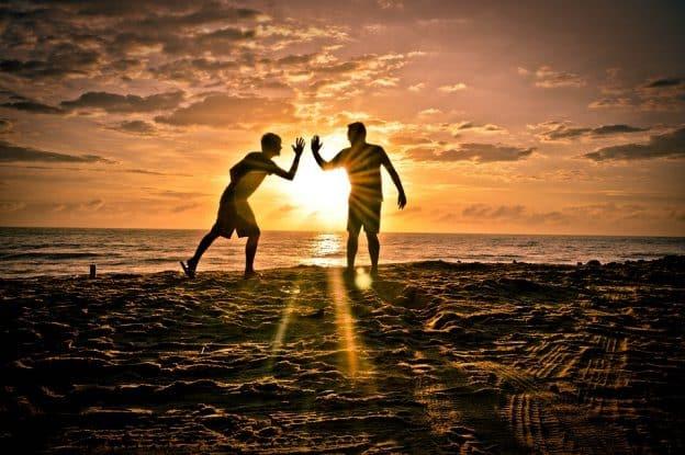Comment se faire des amis ? 28 conseils de Dale Carnegie