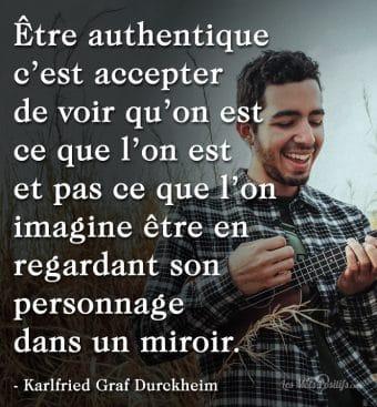 Le personnage dans le miroir