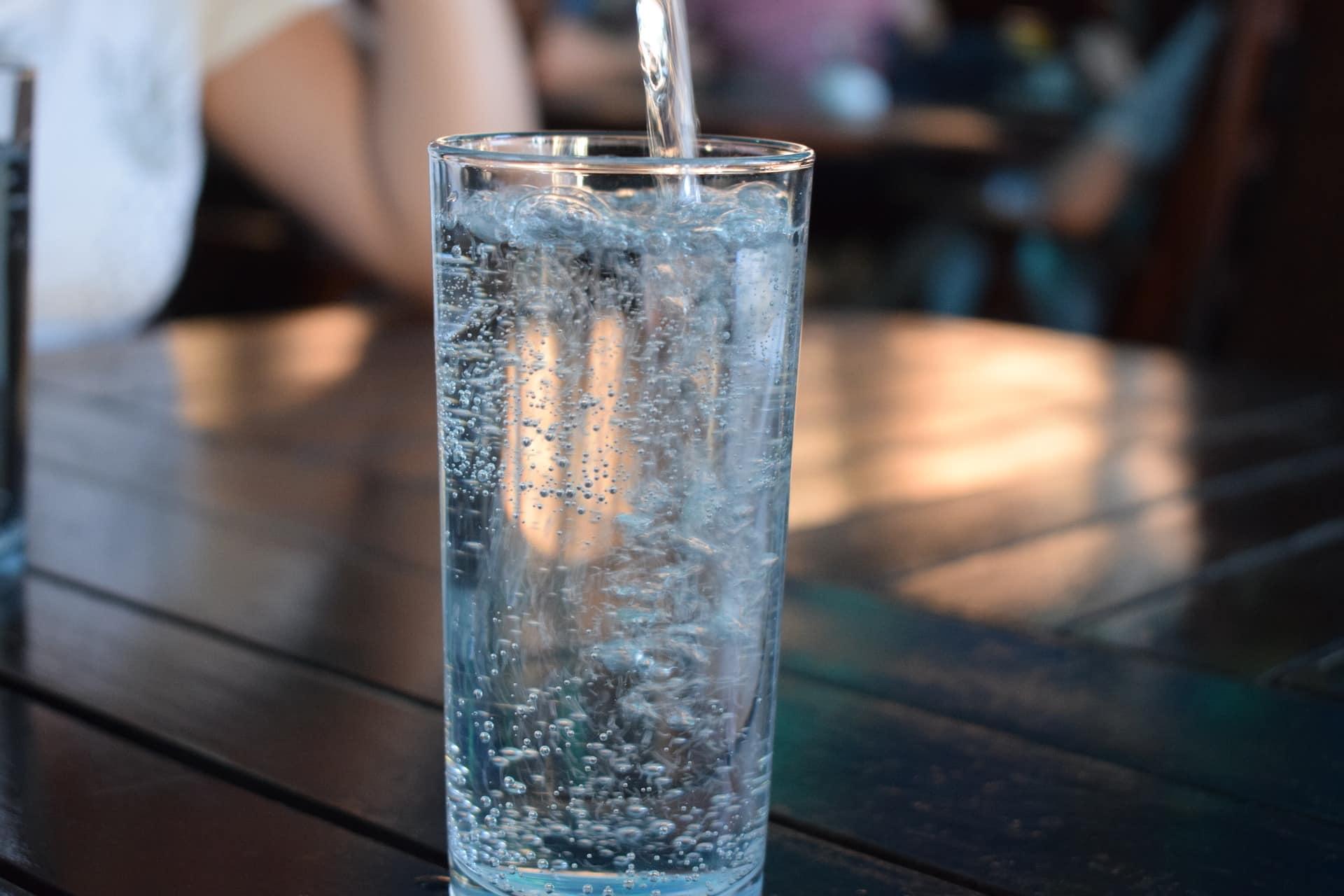 Citation Comment détecter les énergies négatives chez vous uniquement grâce à un verre d'eau?