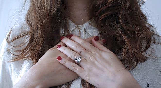 Citation Et si nos douleurs physiques et nos émotions négatives se guérissaient du bout des doigts?