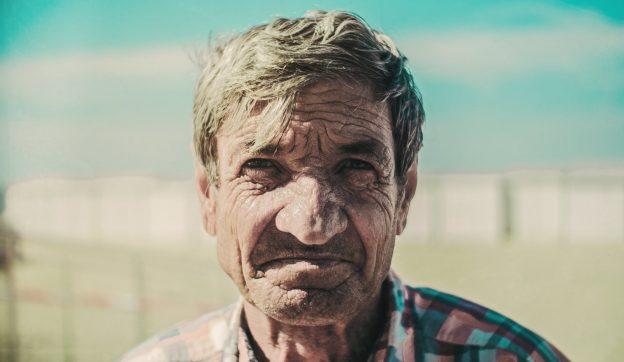 À 72 ans, il perd 55 livres en 4 mois sans effort : la recette à suivre !