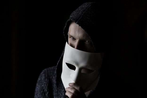 Ce court-métrage lève le masque du pervers narcissique