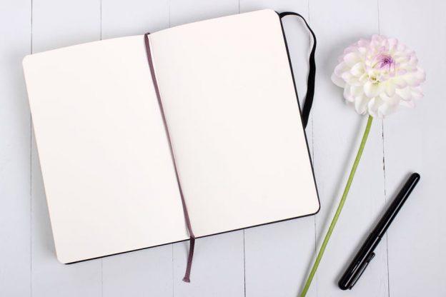 Le journal de gratitude peut nous aider à mieux supporter les situations et événements.