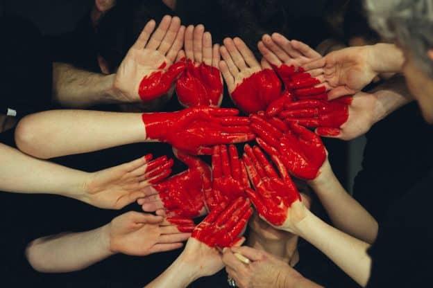 Comment améliorer vos relations sociales, devenir plus heureux et attirer plus de réussite