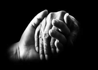 hands_compassion_help_old_care_support_assistance_empathy-891160.jpg!d