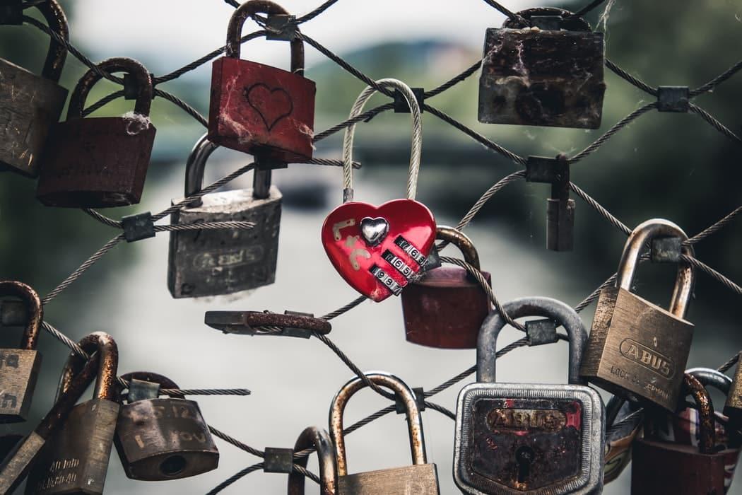 Citation L'emprise de nos anciennes relations d'amour. Comment s'en libérer ? 3 principes essentiels pour aimer son partenaire en pleine présence.