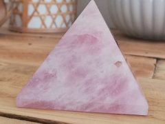 Pyramide de quartz rose