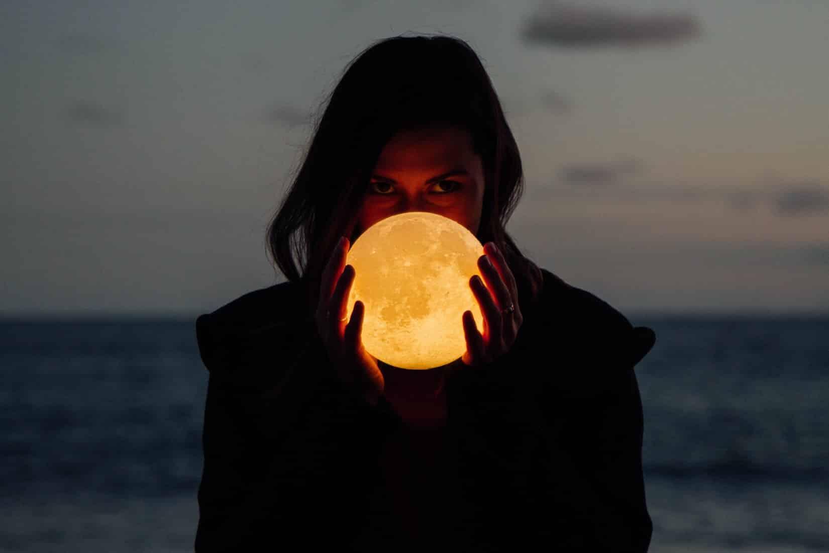 Citation Le pouvoir mystérieux de la lune et de son influence sur l'humain